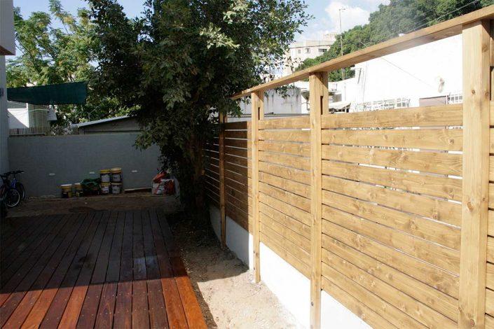 דקולה - תכנון ובניית גדרות ושערים מעץ