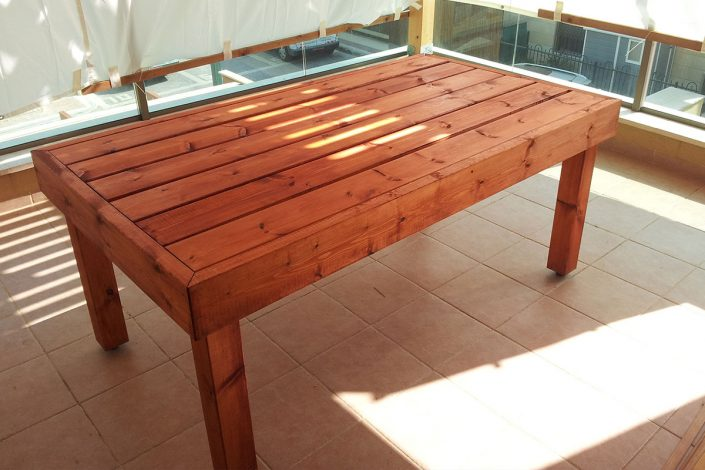 מערכות ישיבה ושולחנות מעץ